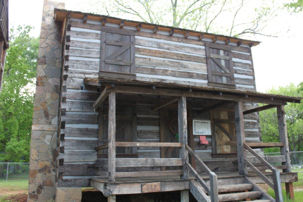 Vann Cherokee Cabin